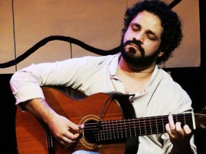 Client and friend Rogério Caetano, who will receive the first guitaar of this special edition g/Picture: Marcelo Rodolfo