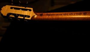 Detalhe da parte de trás do braço do violão/Foto: Pedro Ivo Prates