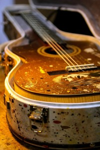 O violão de Zélia Duncan na case/Foto: Pedro Ivo Prates