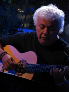 João Lyra com violão Lineu Bravo/Foto: Arquivo Pessoa João Lyra