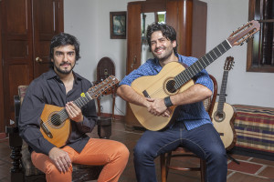 Sai Conde and Guilherme Lamas, with his Lineu Bravo guitar